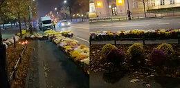 Protest rolników w stolicy. Ustawili chryzantemy przed kancelarią premiera