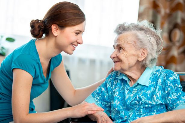 800 zł miesięcznie ma wynosić świadczenie pielęgnacyjne za opiekę nad osobą, która stała się niepełnosprawna po skończeniu 18 lub 25 lat (jeżeli się uczyła)