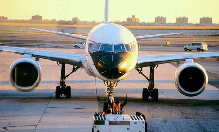 Kazali pasażerom zrzucać się na paliwo lotnicze