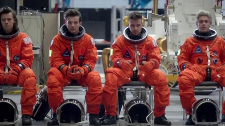"""One Direction w teledysku do """"Drag Me Down"""""""