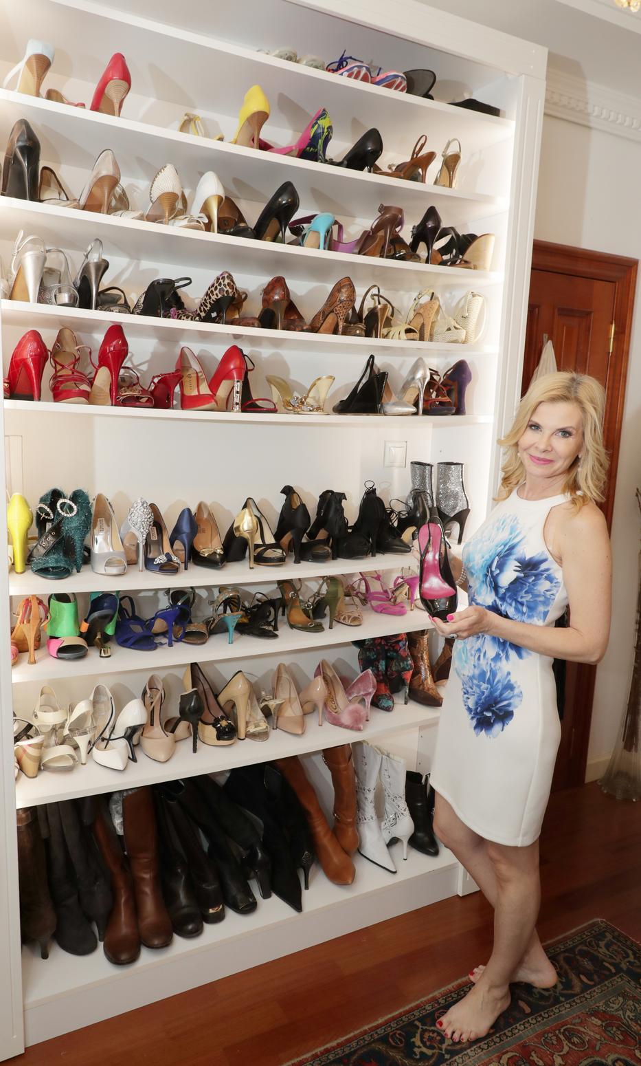 Az üzletasszony korábban megmutatta lapunknak óriási cipőgyűjteményét, ezeket most félrerakta /Fotó: Grnák László