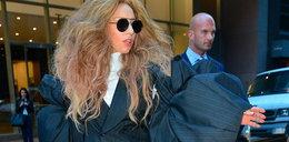 Lady Gaga lansuje dziwny garnitur