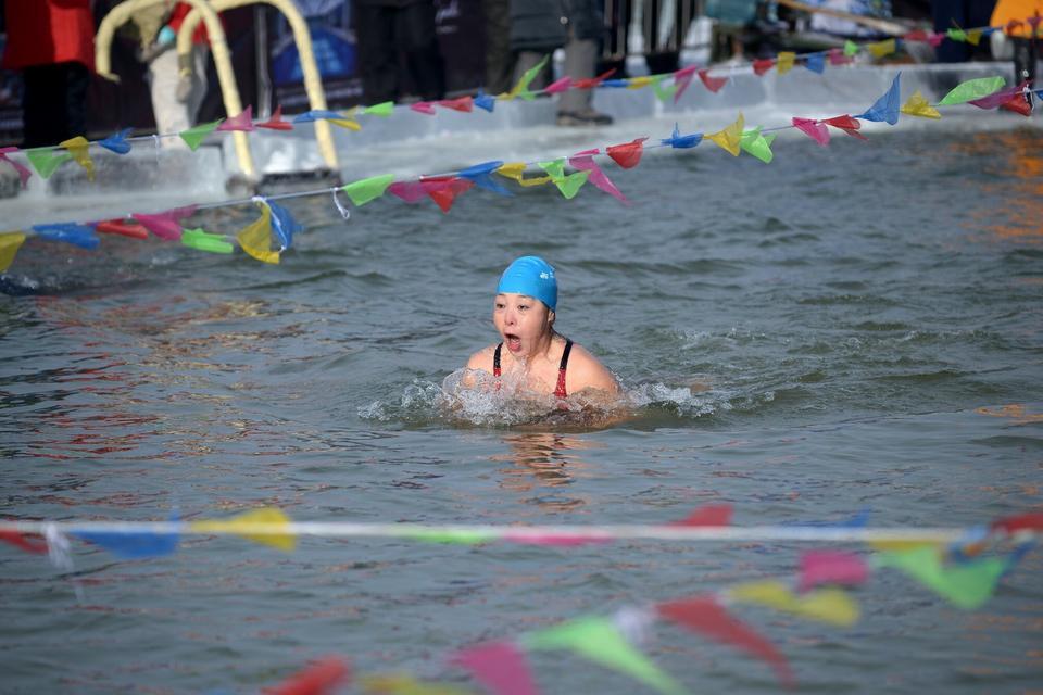 W trakcie festiwalu organizowane są też zawody pływackie (2016)