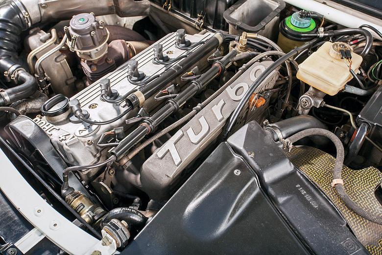 Legendarny, 5-cylindrowy silnik ma tylko 2,1 l pojemności, ale rozwija moc aż 306 KM. Jego brzmienie jest jedyne w swoim rodzaju.