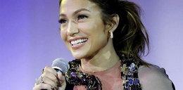 J.Lo zawiesiła węża na szyi