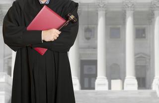 Kiedy sędzia narusza zasady etyki?