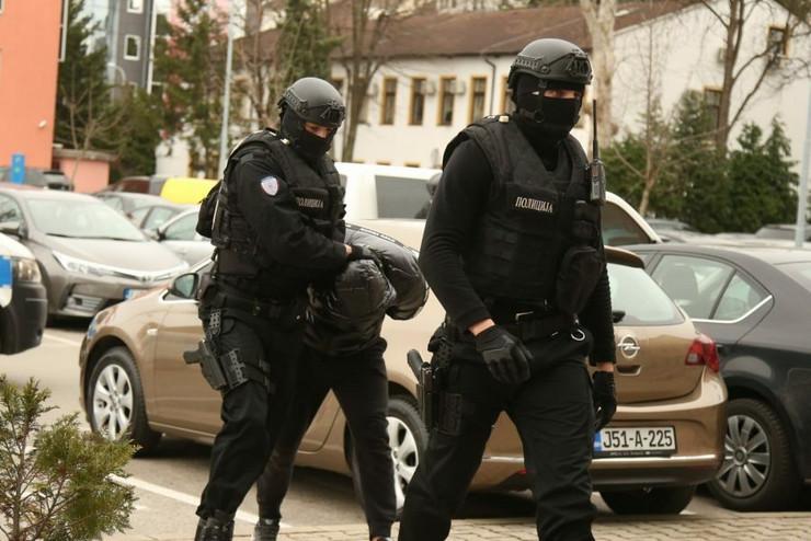 Hapšenje privođenje akcija-kavez-