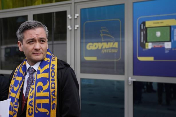 Robert Biedroń w szaliku Arki Gdynia