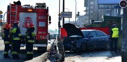 Tragedia w Warszawie. Auto wypadło z drogi na chodnik