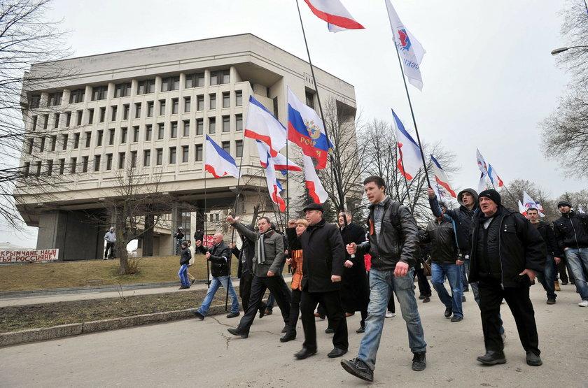 Rosyjskie flagi w Semferopolu