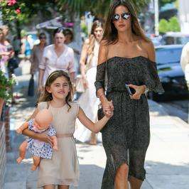 Alessandra Ambrosio z dziećmi. Podobne do słynnej mamy?