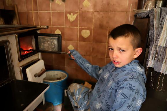 Od malena sva deca rade kućne poslove