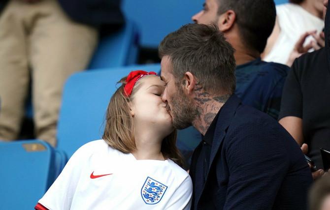 Dejvid Bekam ponovo ljubi 7-godišnju ćerku u usta