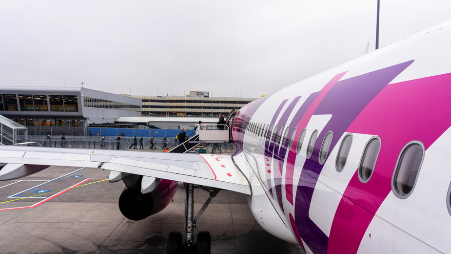 Na lotnisku zabrakło miejsc dla 30 pasażerów. Odbyło się losowanie