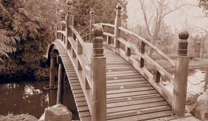 Mostek w Ogrodzie Japońskim już po remoncie