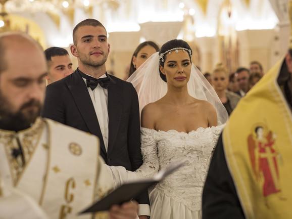 Bogdana i Veljko Ražnatović na crkvenom venčanju