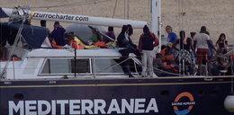 Statek z migrantami wpłynął nielegalnie do portu na Lampedusie