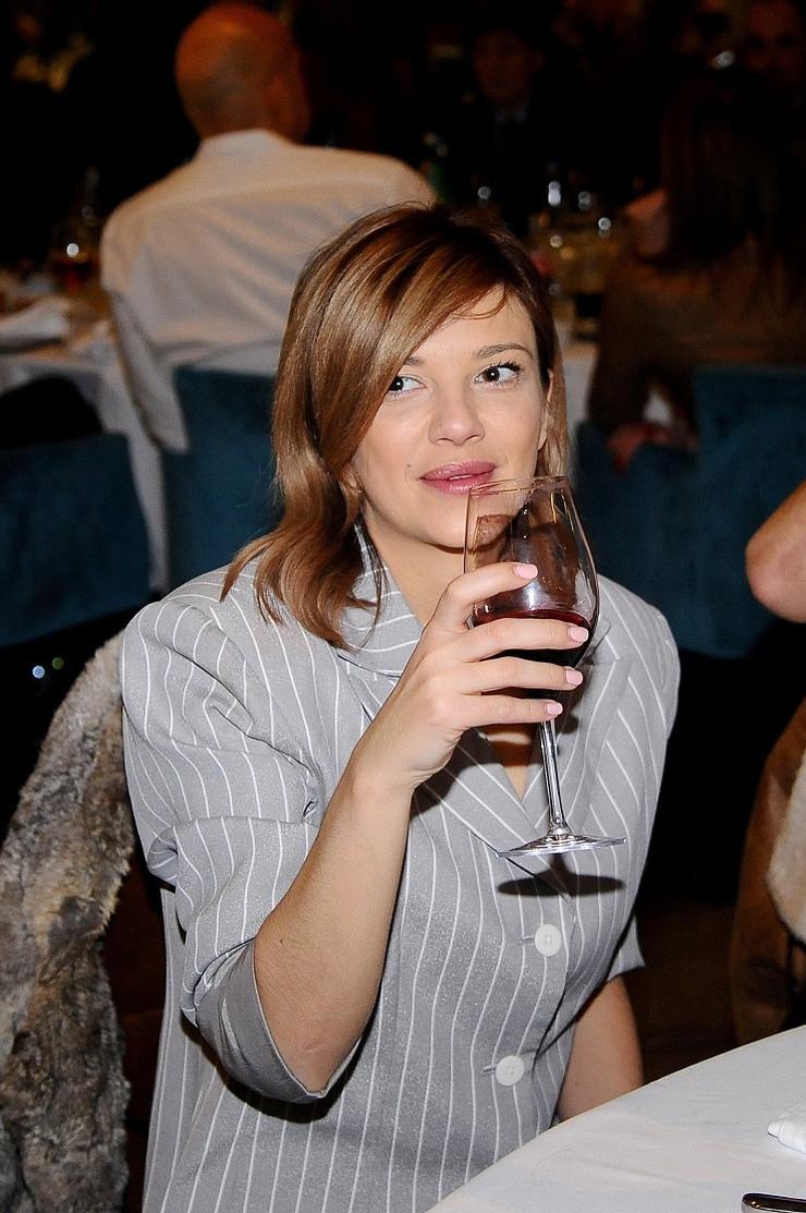 Kija Kockar, Ava Karabatić