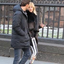 Anja Rubik na romantycznym spacerze z mężem