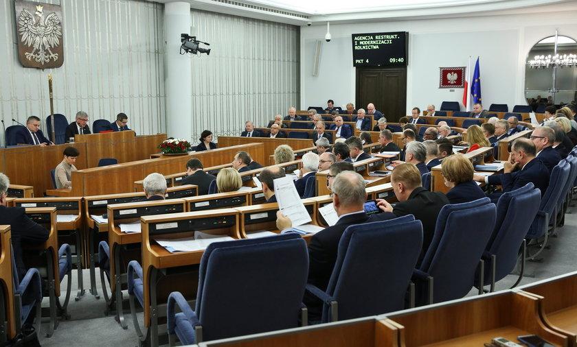 Senatorowie z PO zbojkotowali obrady