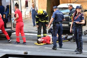 UŽAS U RESAVSKOJ Radik pao u OKNO LIFTA, vatrogasci ga izvlačili (FOTO)