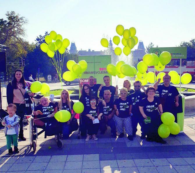 Marina je aktivna u Pokretu malih ljudi Srbije koje je okupio Milan Grahovac, predsednik udruženja