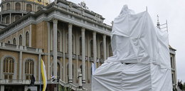 Pomnik kustosza Lichenia, który miał gwałcić chłopca, został zasłonięty