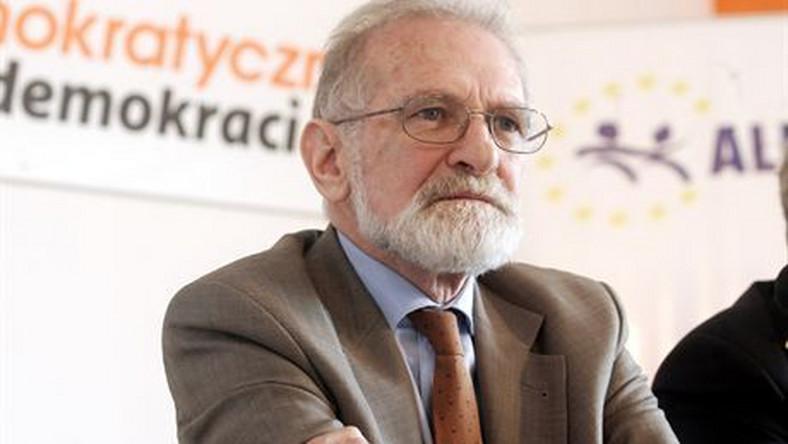 Współautor książki o Wałęsie broni Geremka