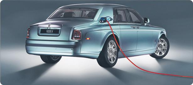 Nawet największa ostoja konserwatyzmu w motoryzacji, Rolls-Royce, pokazała ostatnio model auta na prąd. Elektryczny RR 102 EX może się rozpędzić do 160 km/h Fot. Rolls-Royce