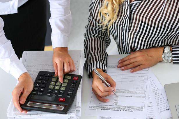 Opłata rejestracyjna jest jedną z należności z tytułu podróży służbowych i dzięki temu jest zwolniona z PIT.
