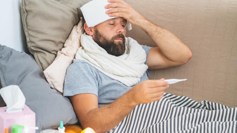 Chory mężczyzna, z gorączką