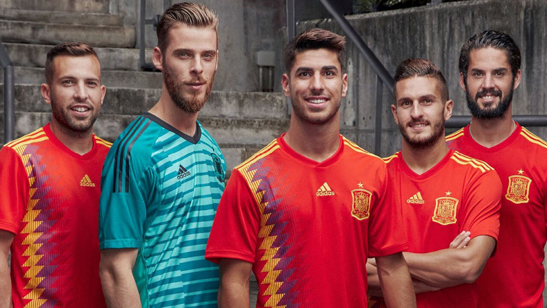 W takich koszulkach Hiszpanie zagrają na mundialu w Rosji