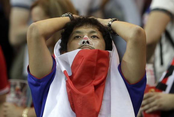 Japanski navijač na kraju meča sa Belgijom
