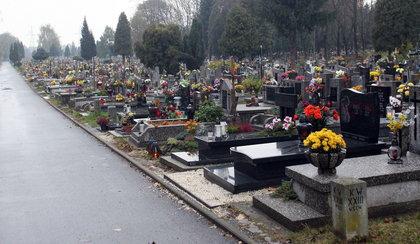 Okradała groby przed świętami