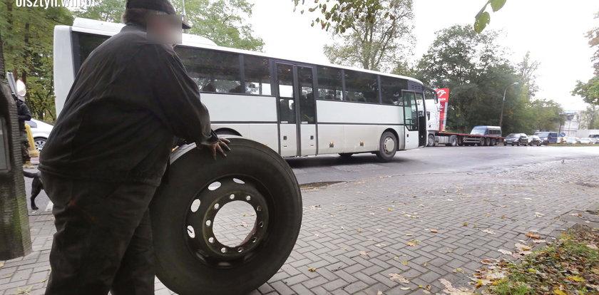 Od autobusu odpadło koło. Mogło zginąć dziecko!