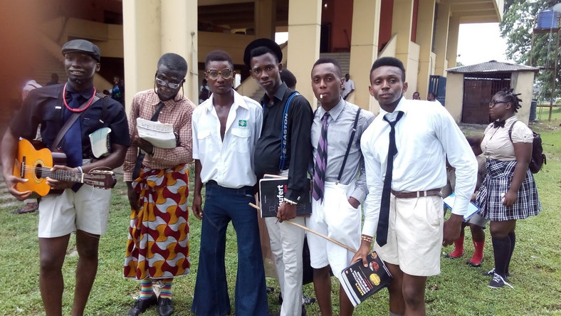 Students celebrating old school day (Giststudents)
