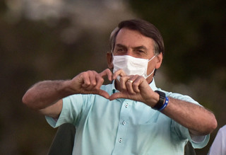 Koronawirus w Brazylii: Prezydent Bolsonaro oskarżany o 'zbrodnię przeciw ludzkości'. Skarga do MTK