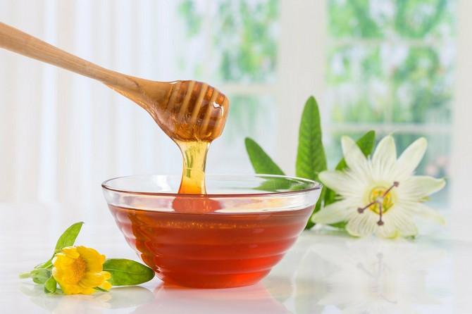 Med leči opekotine i čisti kožu