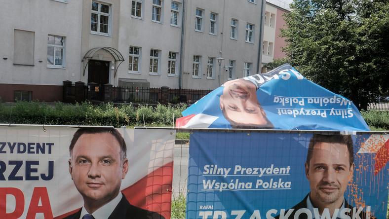 Plakaty wyborcze. Duda Trzaskowski