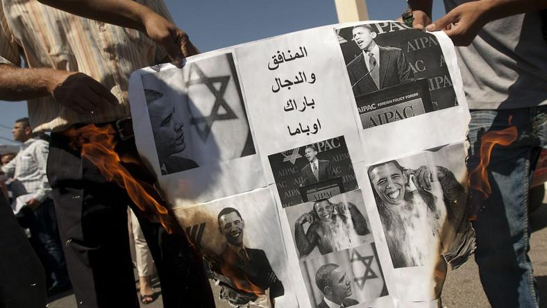 Palestyńczycy palą zdjęcia Baracka Obamy