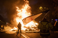 Pariz protest demonstracije Francuska EPA Julien de Rosa