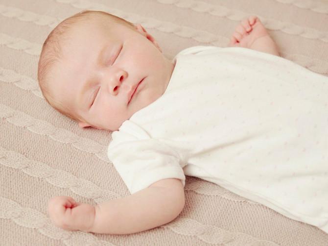 Uspavajte bebu na francuski način i nećete morati da dežurate celu noć!