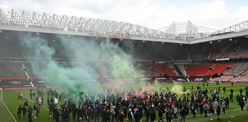 Premier League: gorąco w Manchesterze. Kibice wdarli się na murawę Old Trafford
