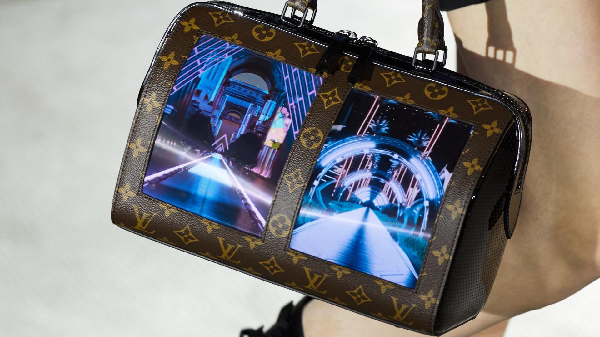 57f84bfeae0e2 Cruise 2020: Louis Vuitton prezentuje nowe torebki z ekranami - Noizz