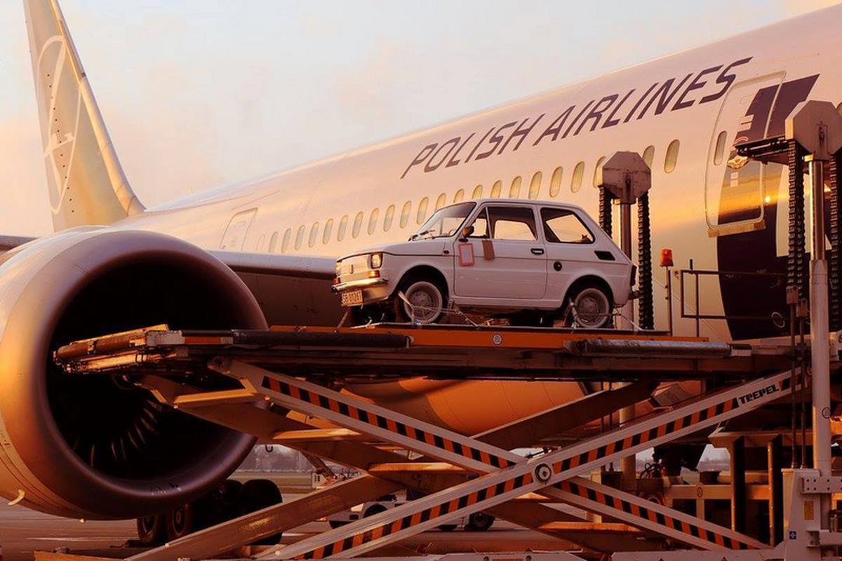 Jak podaje FlightRadar24, Maluch dla Toma Hanksa podróżował do USA przez 11 godzin i 58 minut