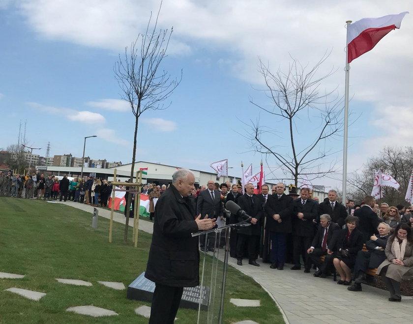 Kaczyński na odsłonięciu pomnika smoleńskiego