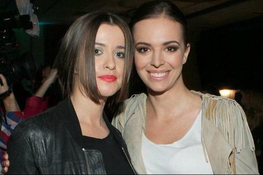 Piękne siostry na pokazie Zienia