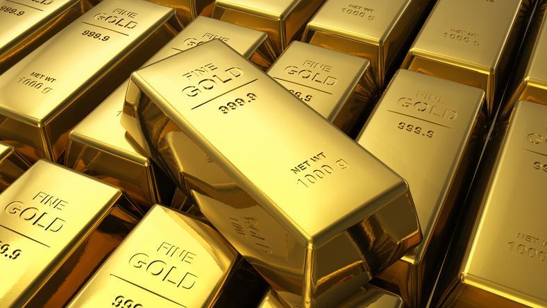 Zarekwirowano 20 kg złota, 100 tys. euro w gotówce, kilka sztuk broni palnej, a także 31 wysokiej klasy aut