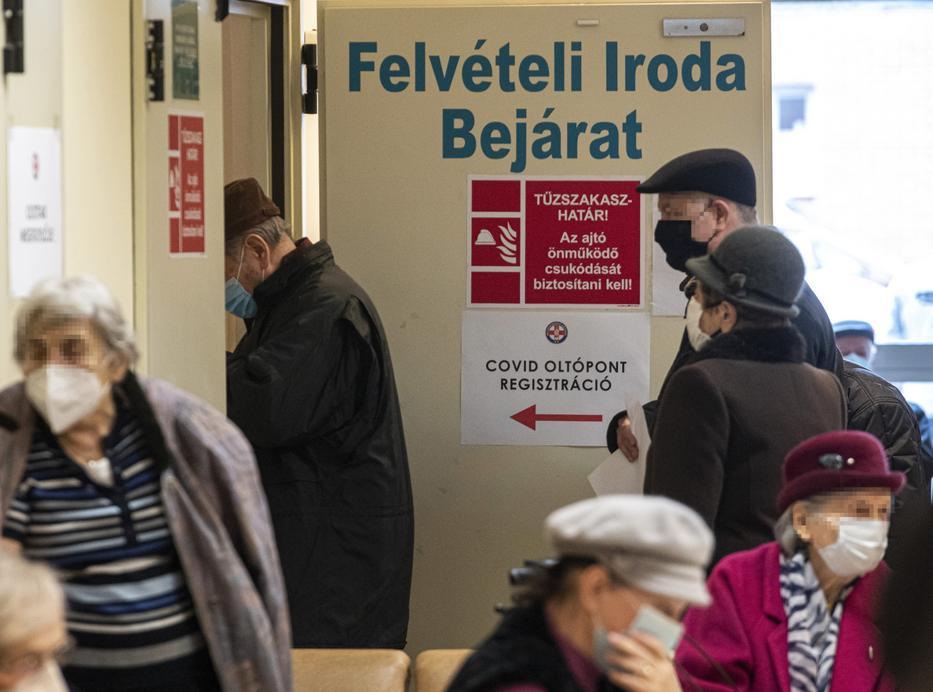 Tegnap sokan szembesültek azzal, hogy nincs orvos az osztályokon / Fotó: MTI/Szigetváry Zsolt