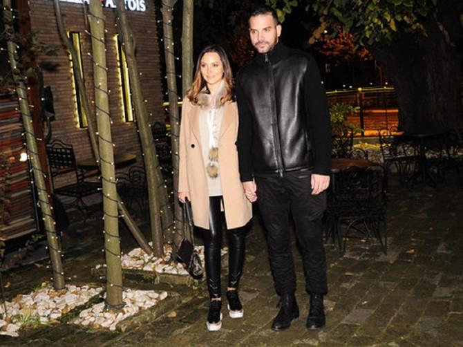 Prija šetala u Beogradu u cipelama koje su hit već nekoliko sezona: Popularnost ne pada, a ni cena - jedan par vredi kao NEČIJI CEO ORMAN